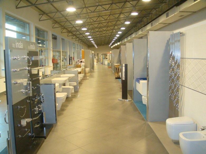 Esposizione Mobili Per Bagno.Esposizione Di Materiale Ceramico E D Arredo Bagno